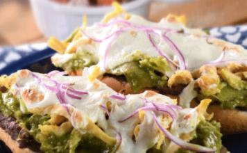 Molletes con Chilaquiles Verdes receta