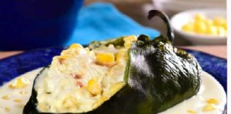 Chiles-Rellenos-de-Pollo-con-Salsa-de-Elote